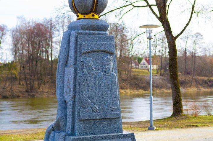 Stela (Crown Monument) Sculpture