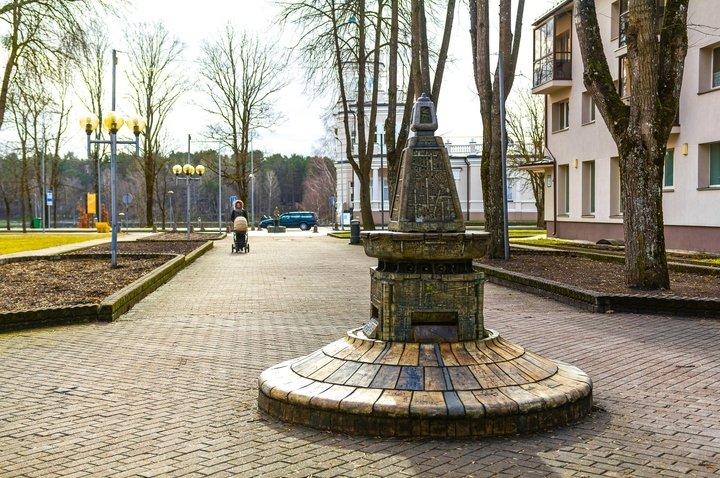 Ekspozycja rzeźb ceramicznych na alei Wileńskiej