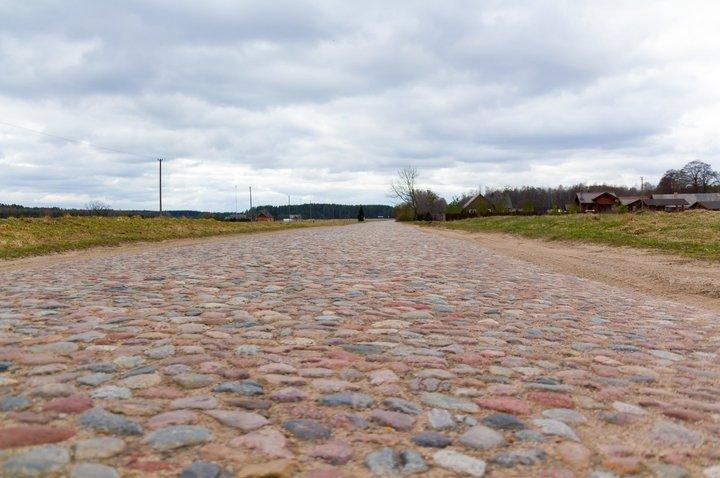 Kapčiamiesčio – Leipalingio kelio atkarpos grindinys brukakelis